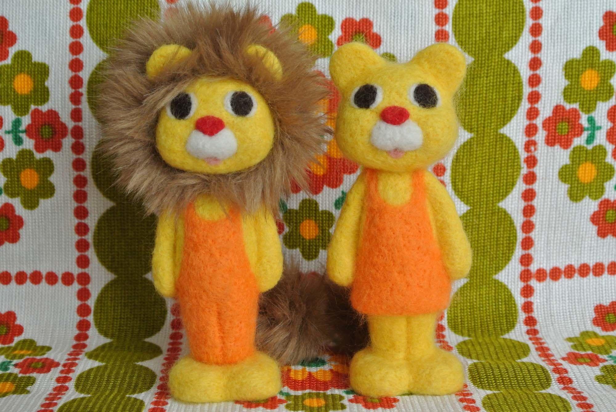 羊毛フェルトのライオン・男の子と女の子