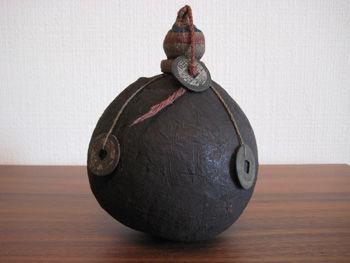 中国古銭飾り儀式用水入れ