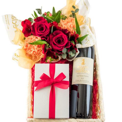 父の日 南フランスワイン、お菓子とお花のギフトセット オーガニック赤ワイン 750ml フラワーアレンジメント 赤いバラ オレンジカーネーション 焼き菓子 詰め合わせ フィナンシェ サブレ マドレーヌ