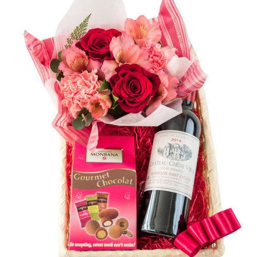 母の日フラワーギフト お花とワイン、スイーツの詰め合わせ バラとカーネーションのフラワーアレンジ  ボルドー赤ワインハーフボトルとお菓子