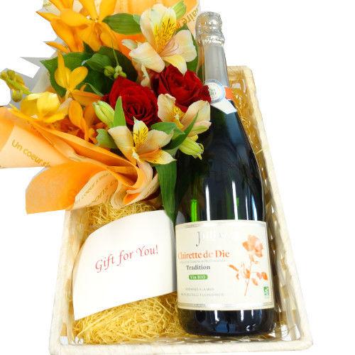 ワインとお花ギフト フランス ビオスパークリング 黄色とオレンジ色系のフラワーアレンジメント