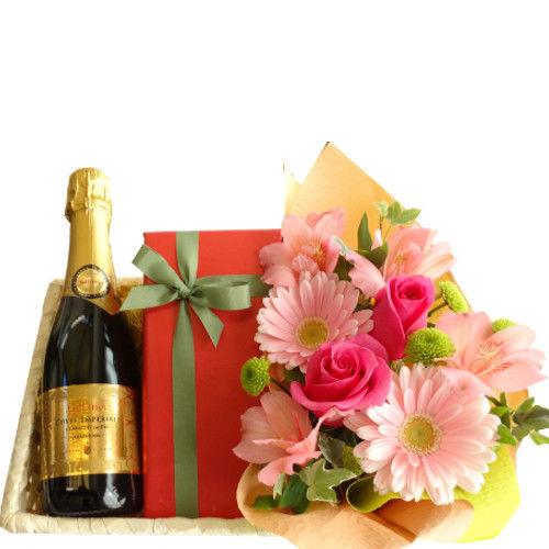 ワイン、ケーキ と お花のギフト フランスのスパークリングワイン「キュヴェ・トラディション」375ml、チェリーリキュール風味のチョコレートケーキ、ピンク系のお花のアレンジメント