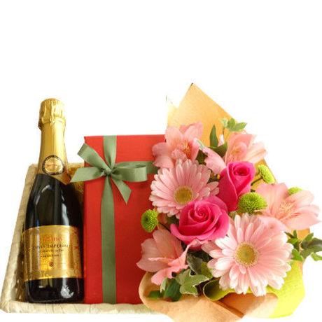 母の日に ワイン、ケーキ と お花のギフト バラ  フランスのスパークリングワイン「キュヴェ・トラディション」200ml、カシスとイチ..