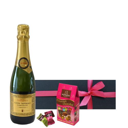 フランスのスイーツとスパークリングワインのギフト ハーフボトルのフルーティーなスパークリングワイン375ml とアーモンドチョコレートセット、個別包装、15個入り