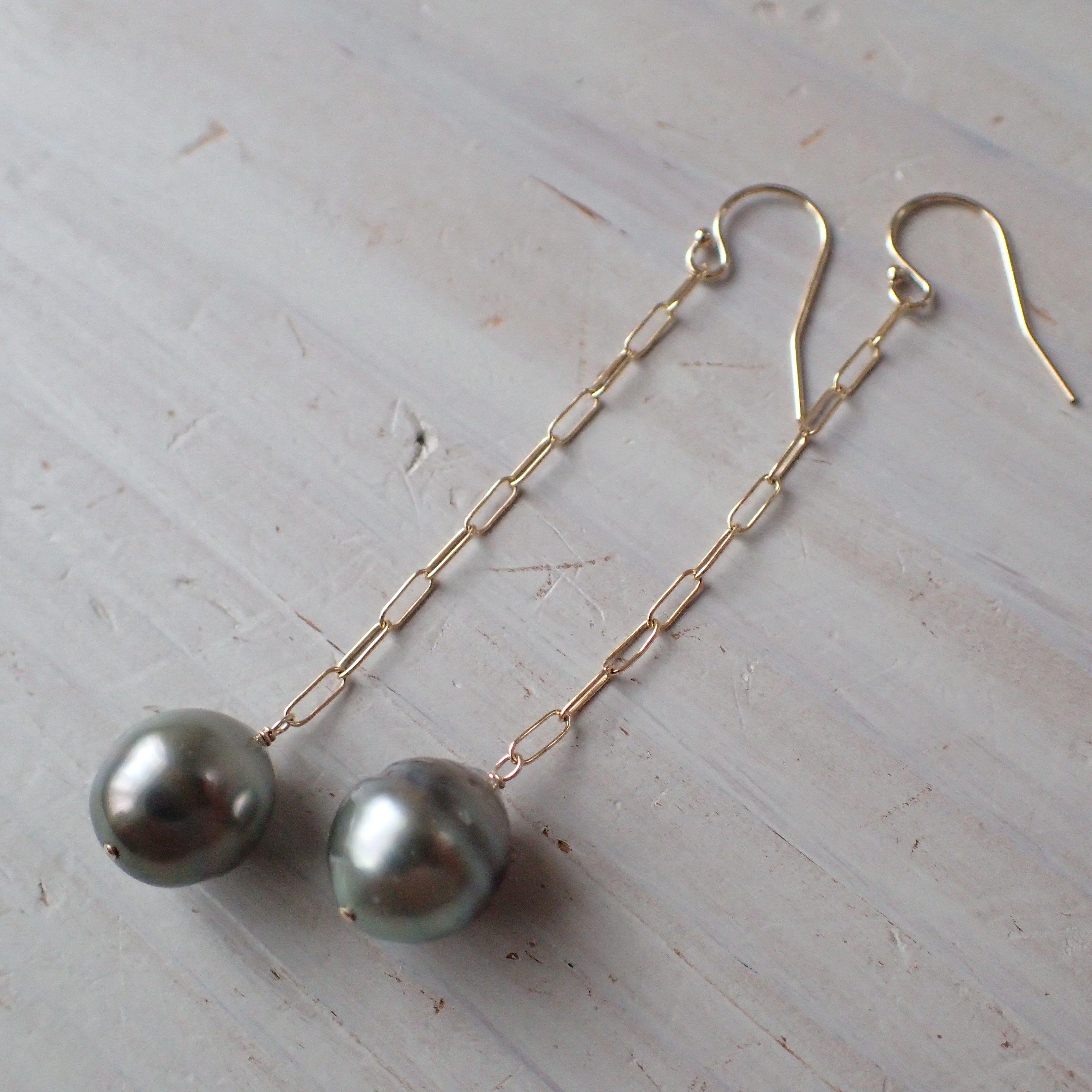 K14GF baroque tahitian pearl long pierce