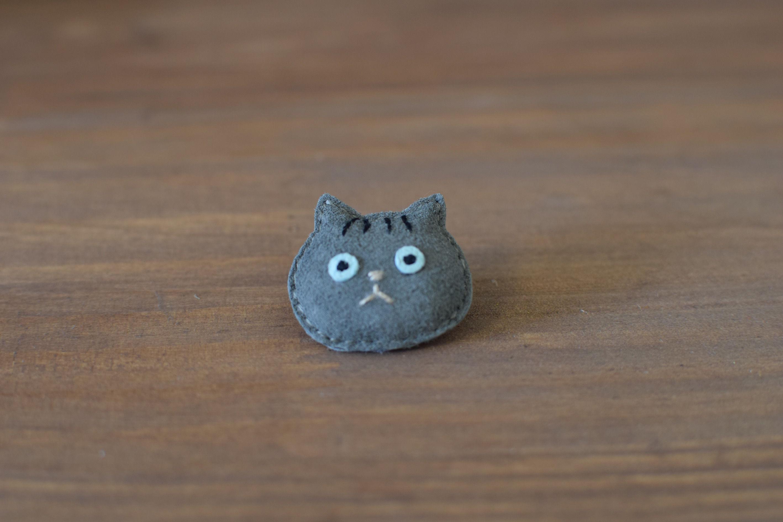 猫ブローチ サバトラ 顔