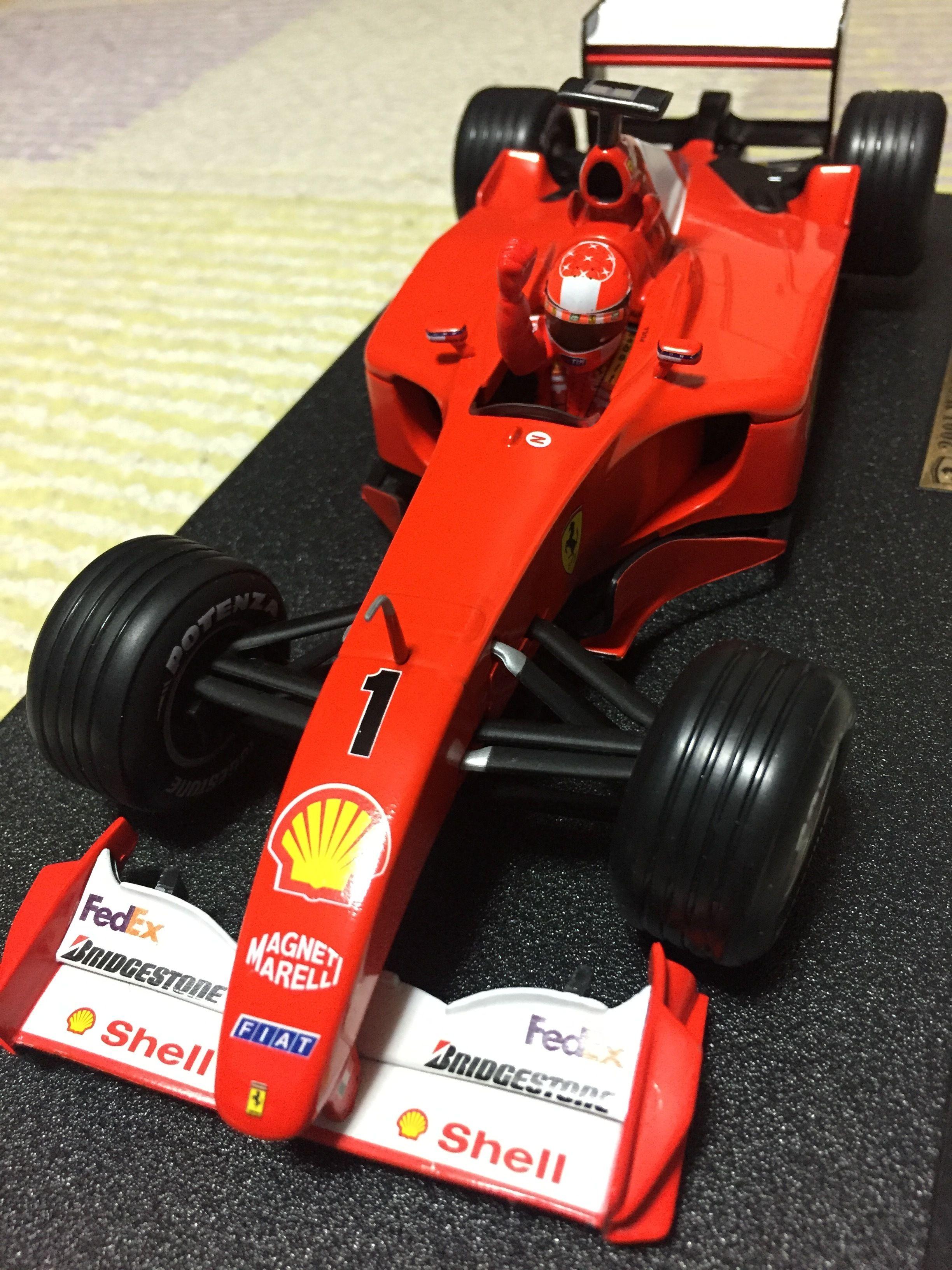 マテル 1/18スケール       フェラーリ F2001 M.シューマッハ 2001 ワールドチャンピオン