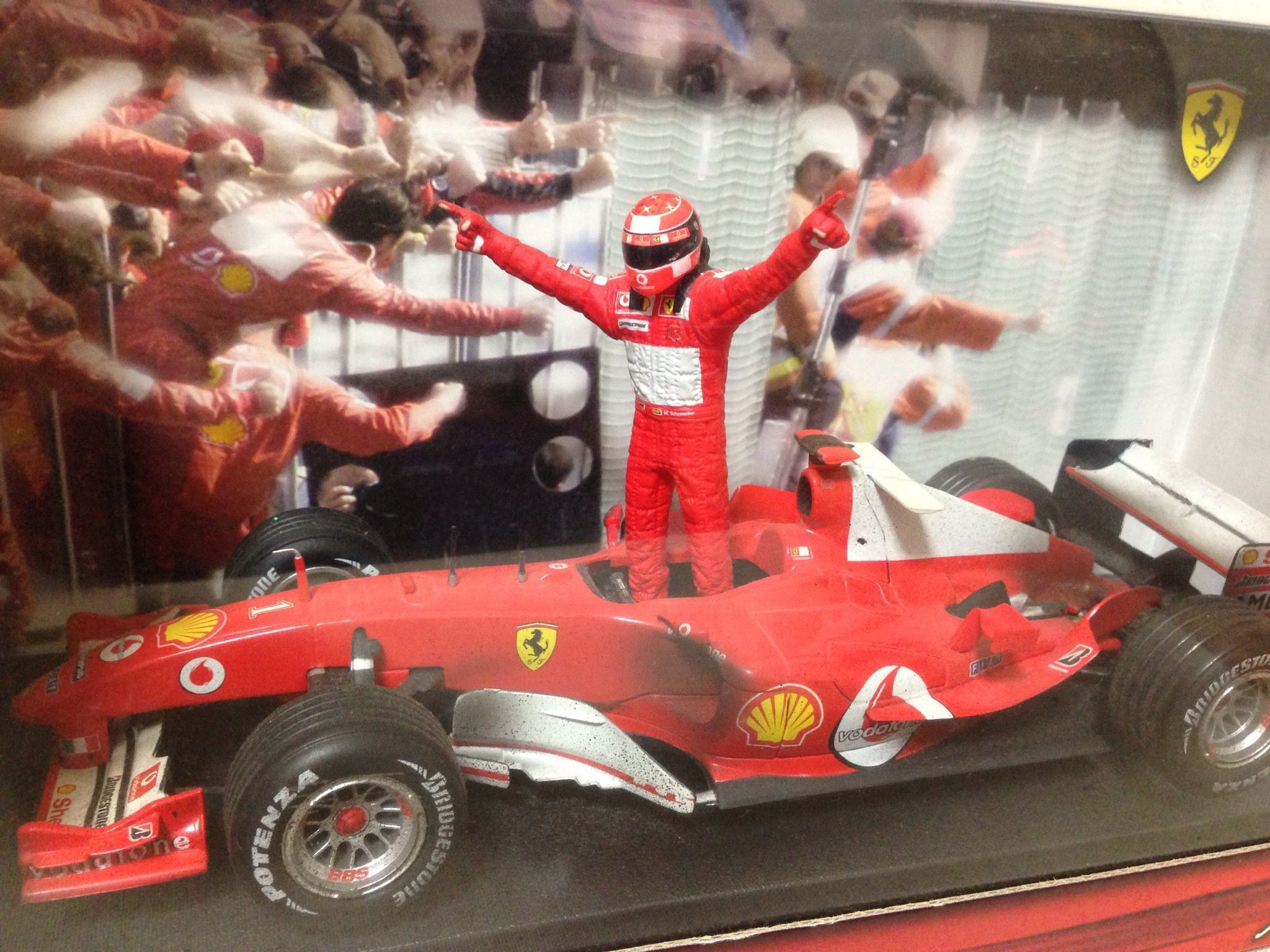 マテル 1/18スケール FERRARI F2004 M.シューマッハ SEVEN TIMES WORLD CHAMPION