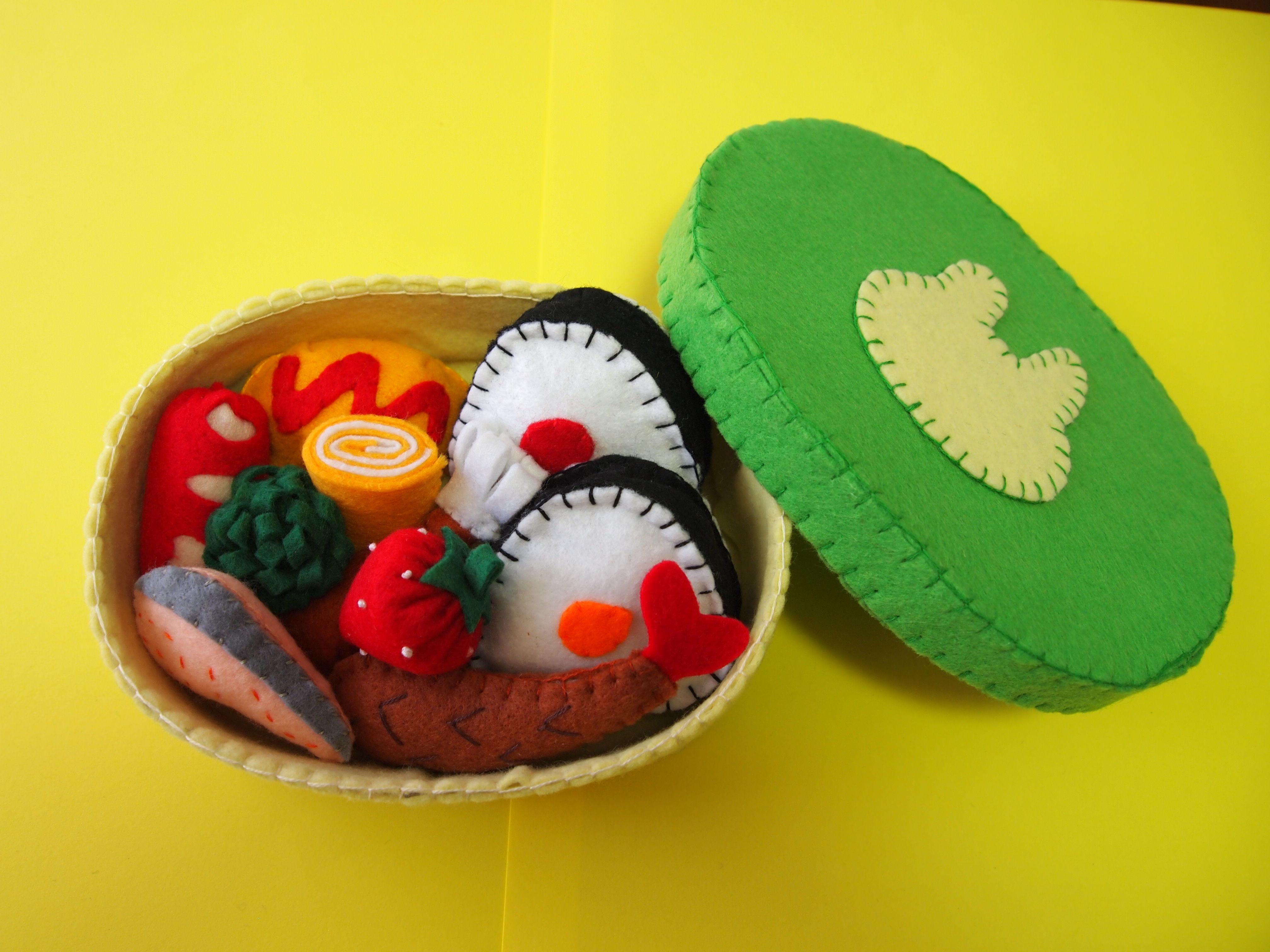 13.フェルトでおままごと   お弁当箱 (黄緑色・うさぎ)
