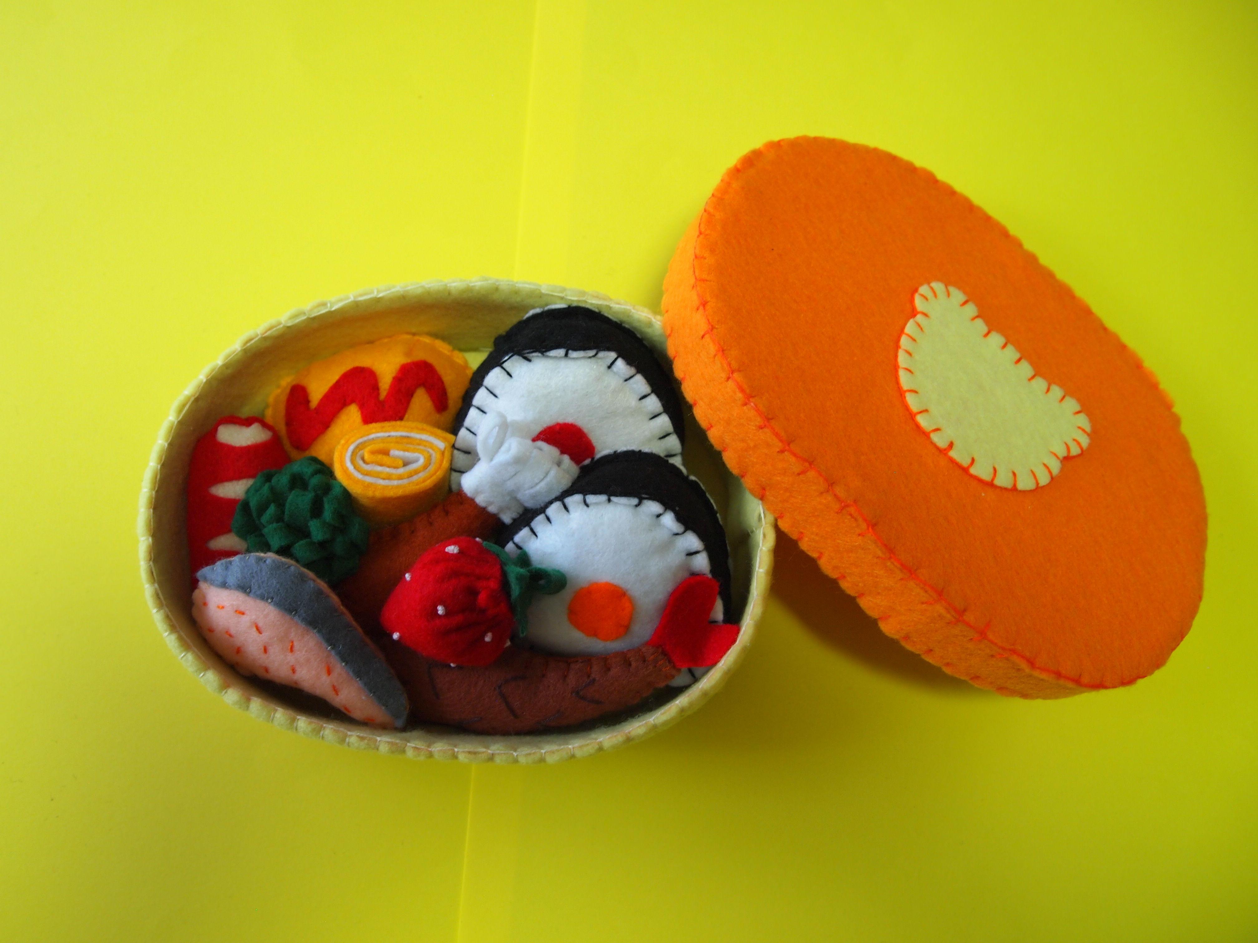 12.フェルトでおままごと   お弁当箱 (オレンジ色・くま)