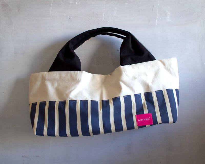 柄は画像通り!boat shape tote bag / blue stripe