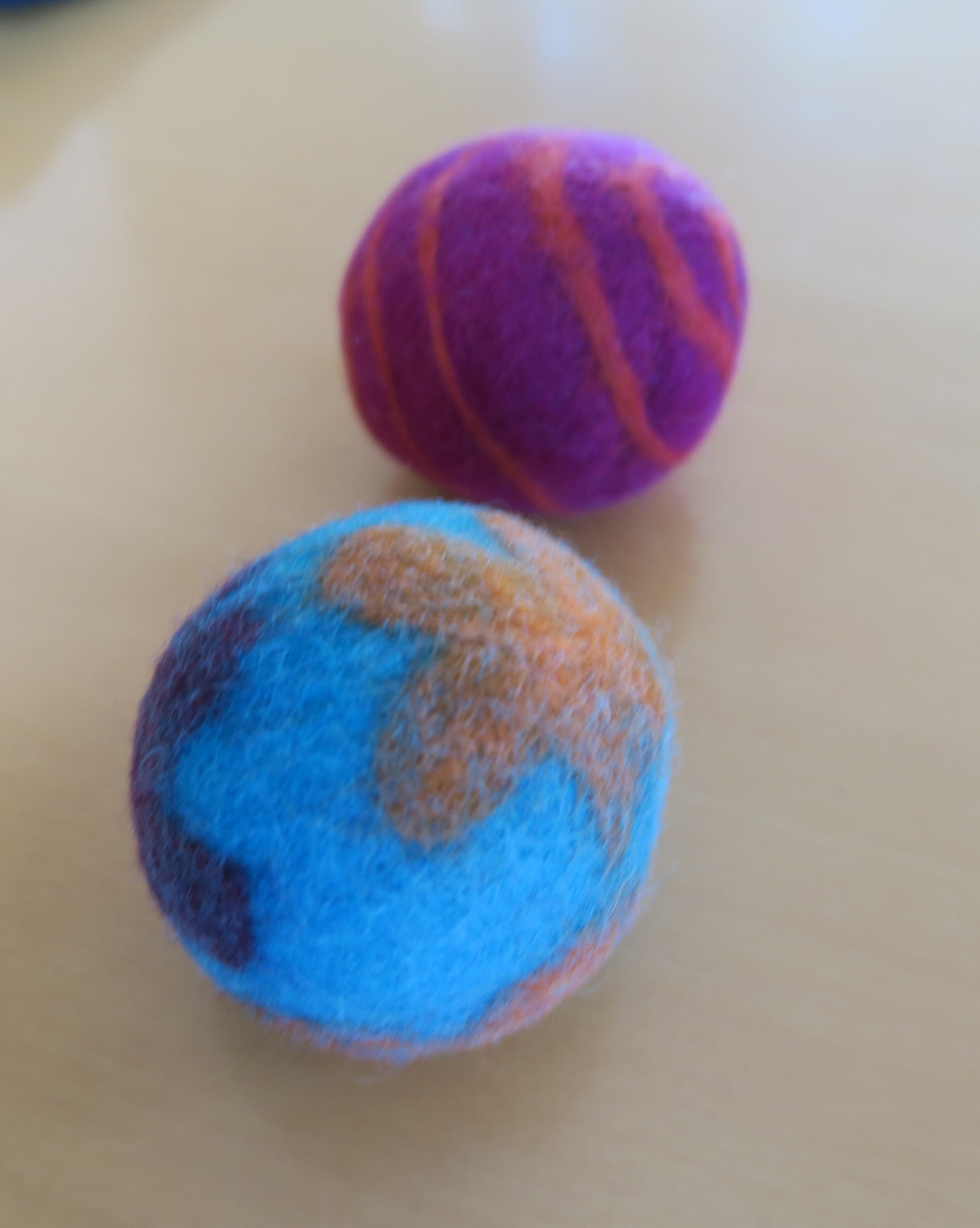 Ajeeさんの羊毛フェルトボール