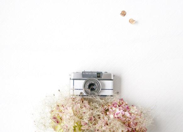 ホワイト&ネイビークロス(小型フィルムカメラ:OLYMPUS PEN-EE2:68年製)
