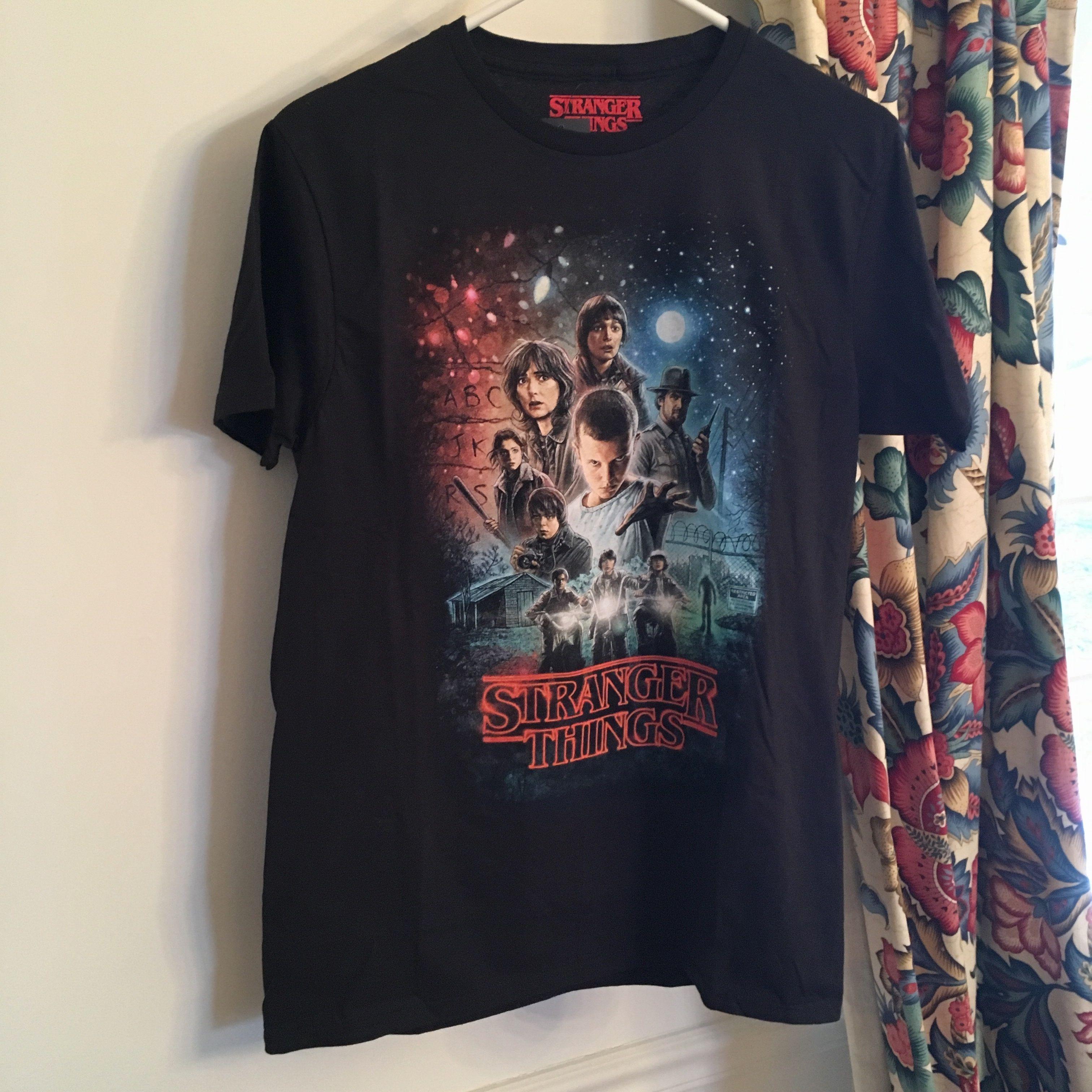 ストレンジャーシングス stranger things Tシャツ ②