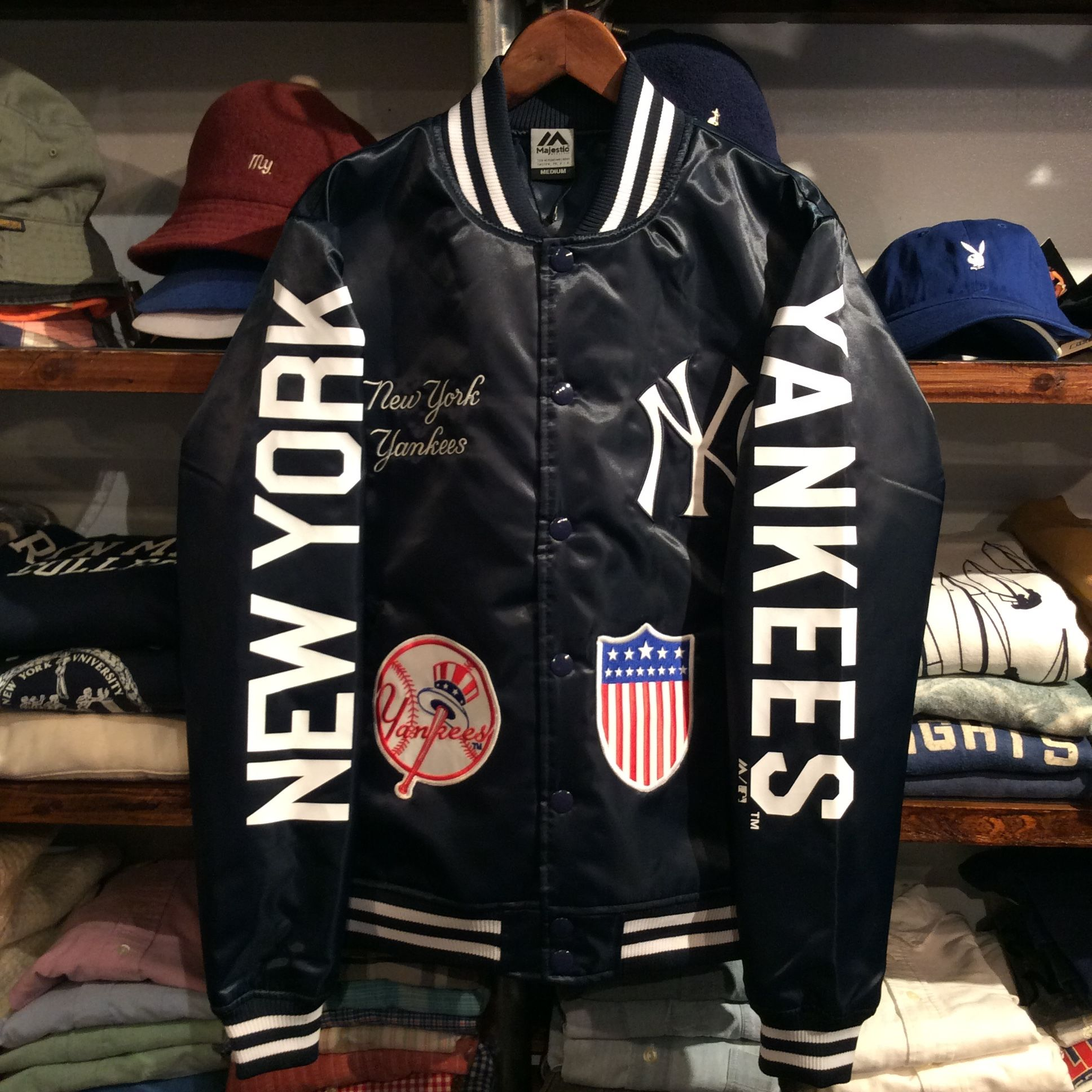 "【残り僅か】Majestic ""NEW YORK YANKEES"" team logo studium jacket(Navy)"
