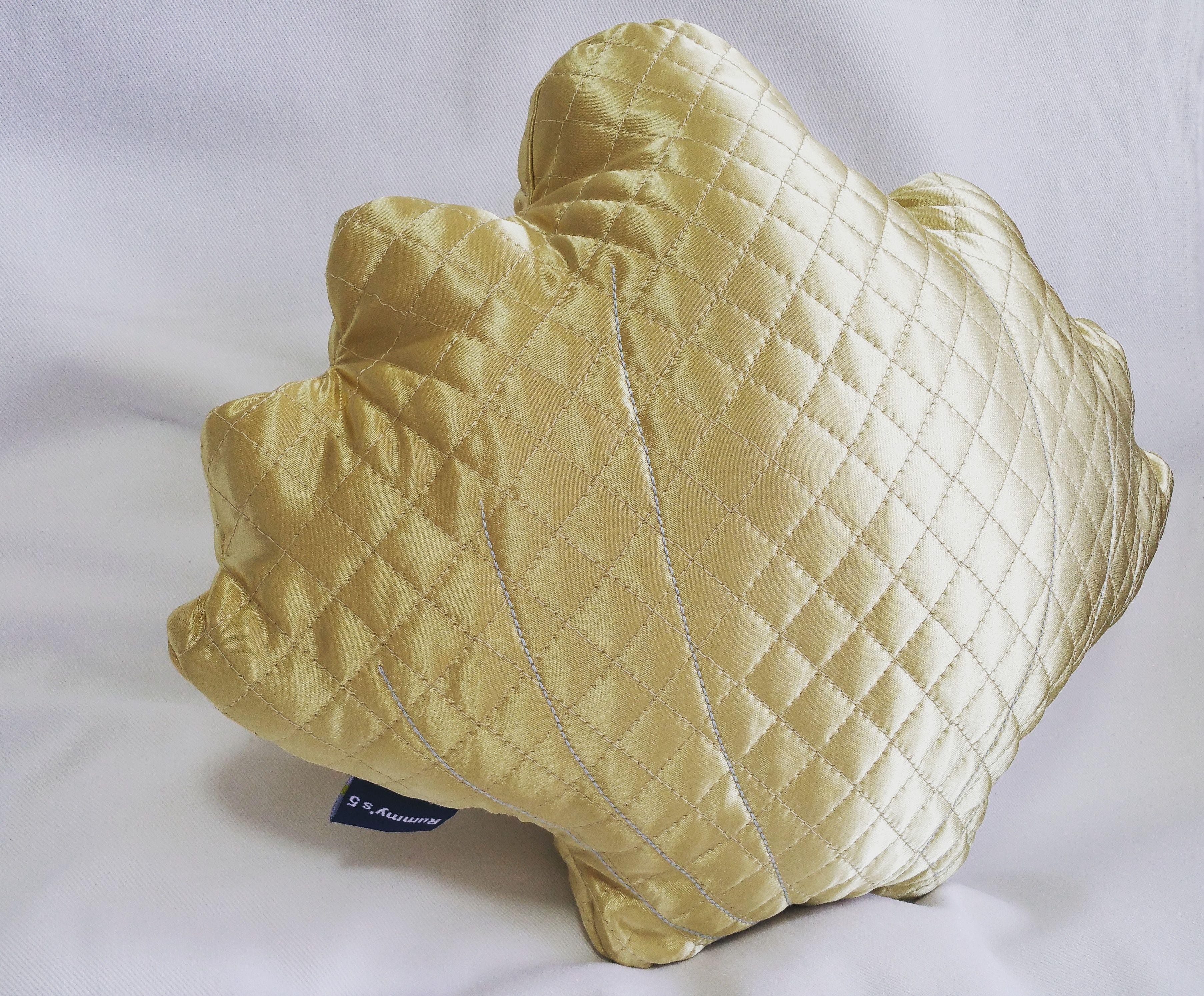 Shell Cushion. キルティング シェルクッション ?