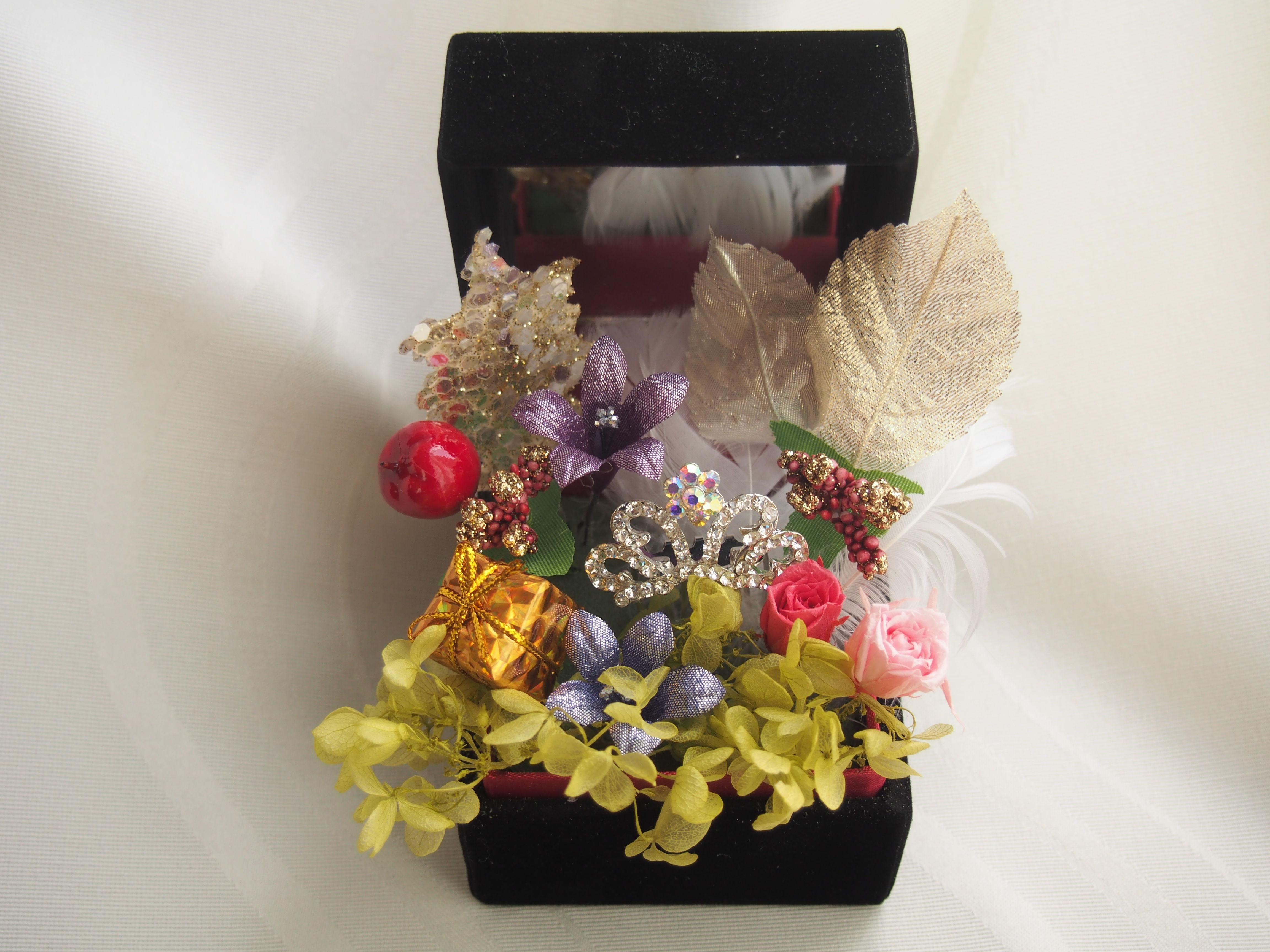 【Ray.anan掲載】ティアラの可愛いお花のアレンジメント ブラックジュエリーボックス 迅速誠意対応