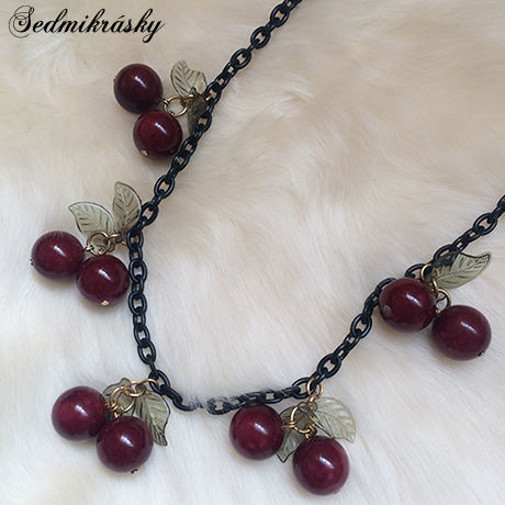 Cherry Necklace / Black
