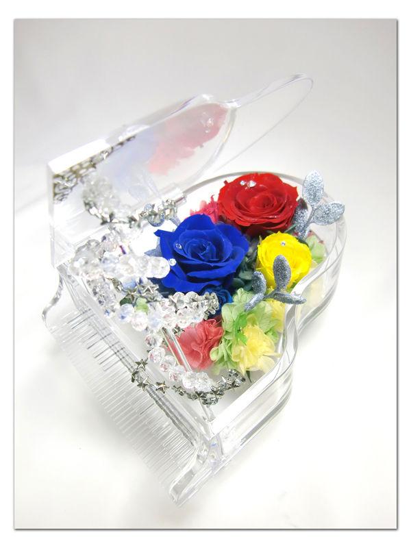 【プリザーブドフラワー/グランドピアノシリーズ】赤青黄色の薔薇に秘めた思いと幸福の四つ葉のクローバー