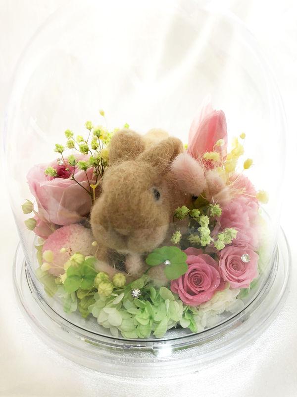 【プリザーブドフラワー/オルゴールシリーズ】ピンクの花園でくつろぐ羊毛うさぎさんののんびりとした昼下がりの時間
