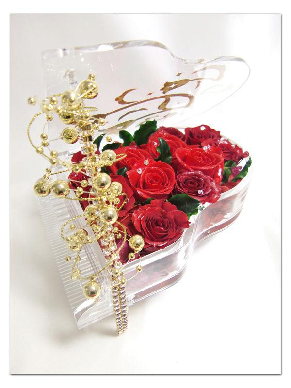 【プリザーブドフラワー/グランドピアノシリーズ】熱い情熱は心に秘めて。美しく咲き誇る赤い薔薇のエレガンス