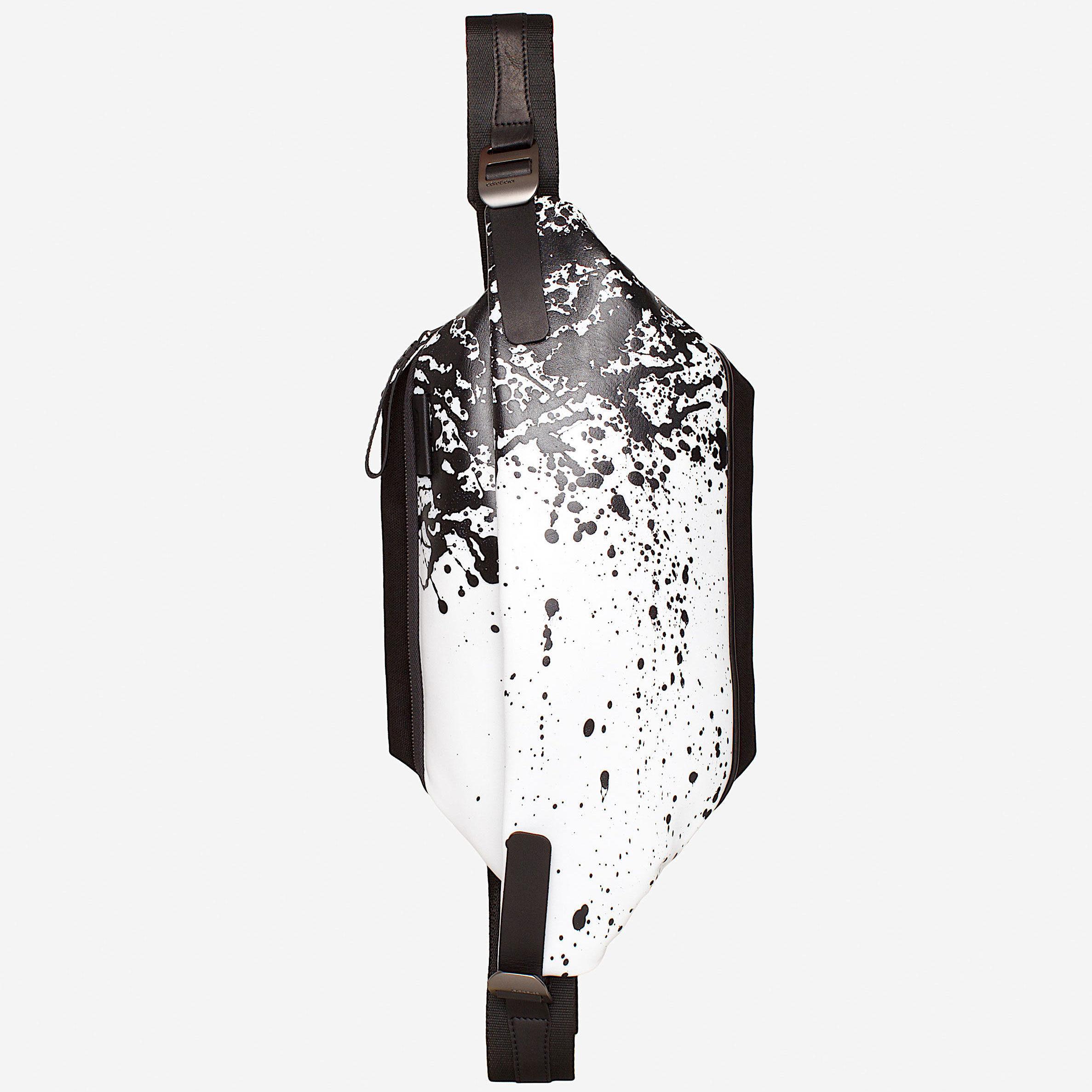 ★2018 春新作【28663】Isarau  Printed Alias Cowhile Leather 本革 - White/Black    Cote&Ciel コートエシエル ボディバッグ