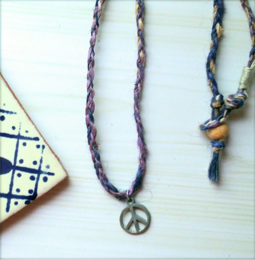 ピースマークと手紡ぎヘンプのネックレス