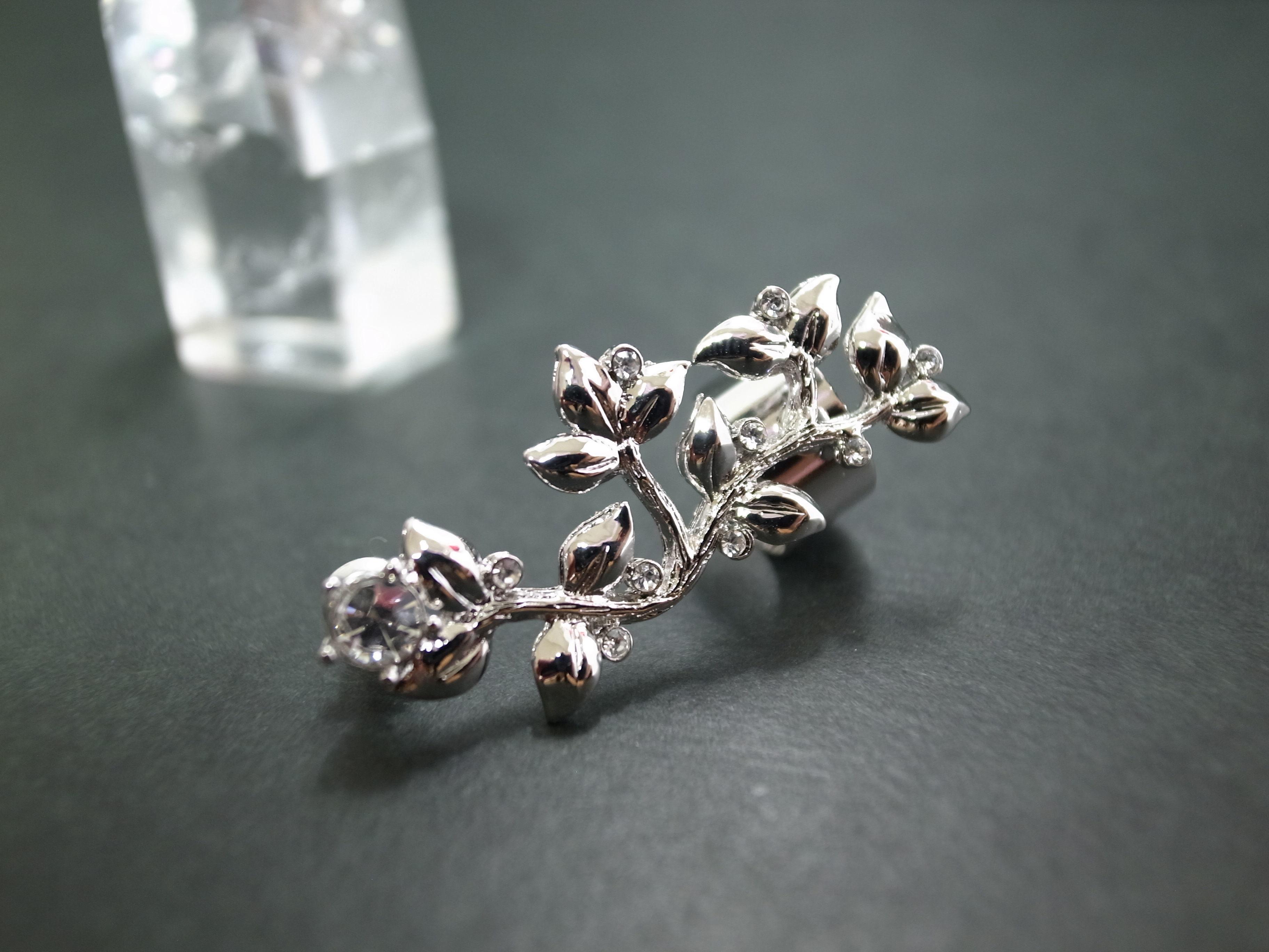 Ear Cuff (flower stone/silver)