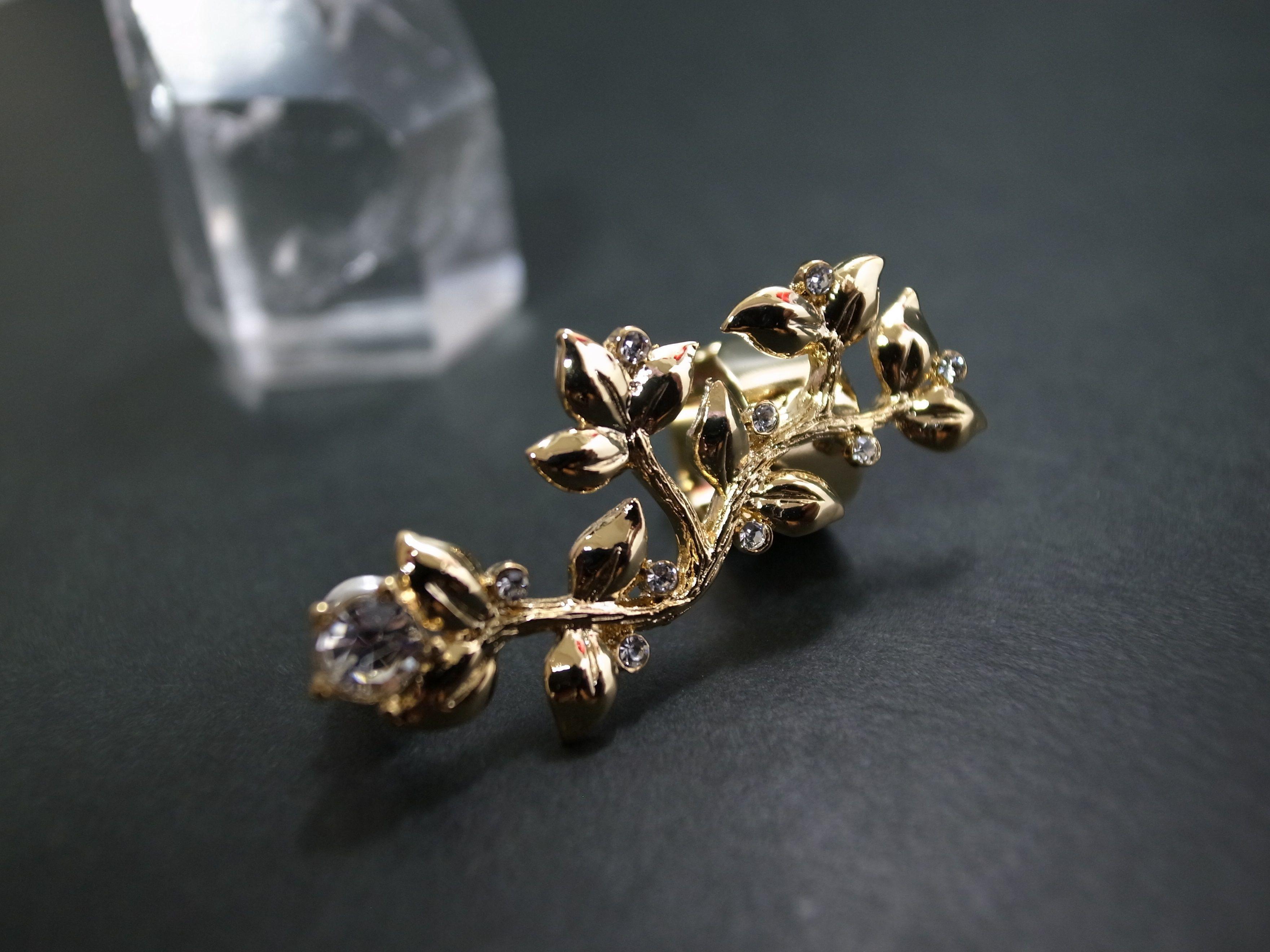 Ear Cuff (flower stone/gold)