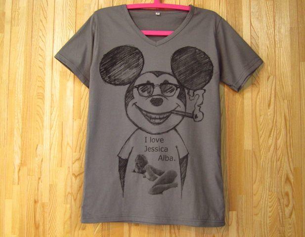 ミッキーマウス x ジェシカ・アルバVネックパロディーTシャツ/グレー/SMLXL たばこ 煙草 グラサン サングラス ミッキーTシャツ ウェイファーラー ブラックジョークTシャツ 通販売新品