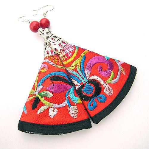 真っ赤なエスニック刺繍ピアス