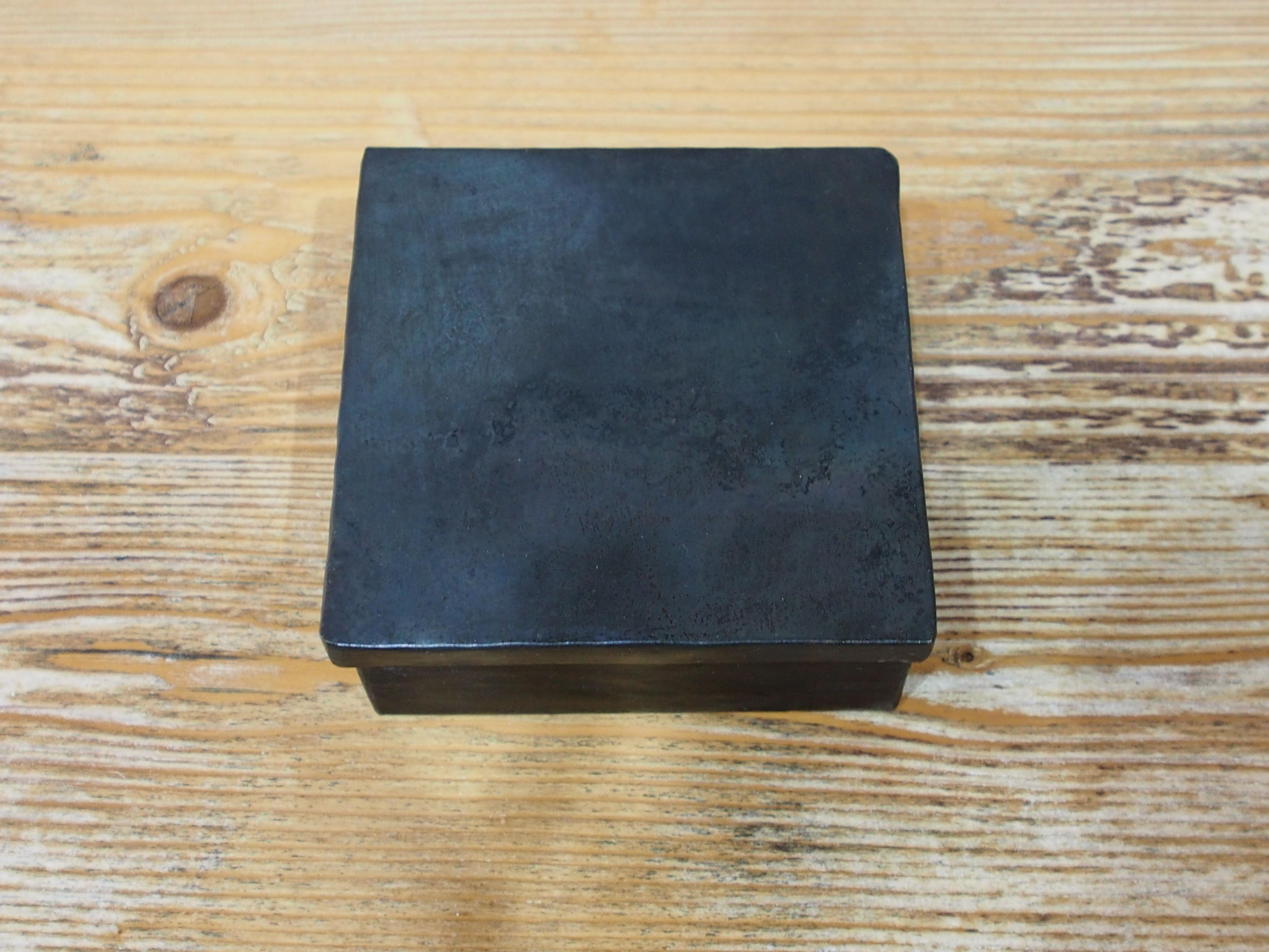 マダガスカルアイアンボックス 正方形 小