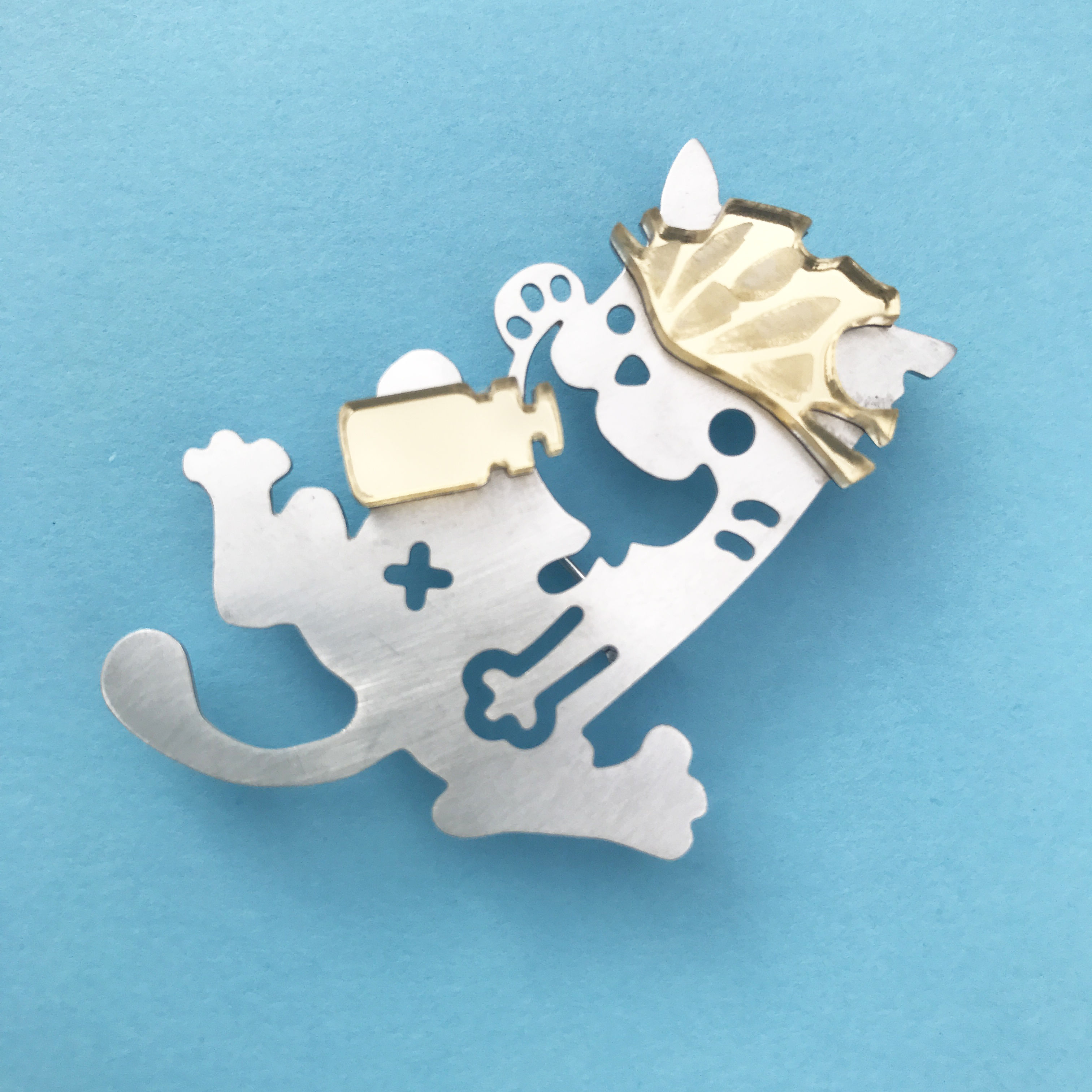 Reflector brooch Rest cat -Silver & Gold-