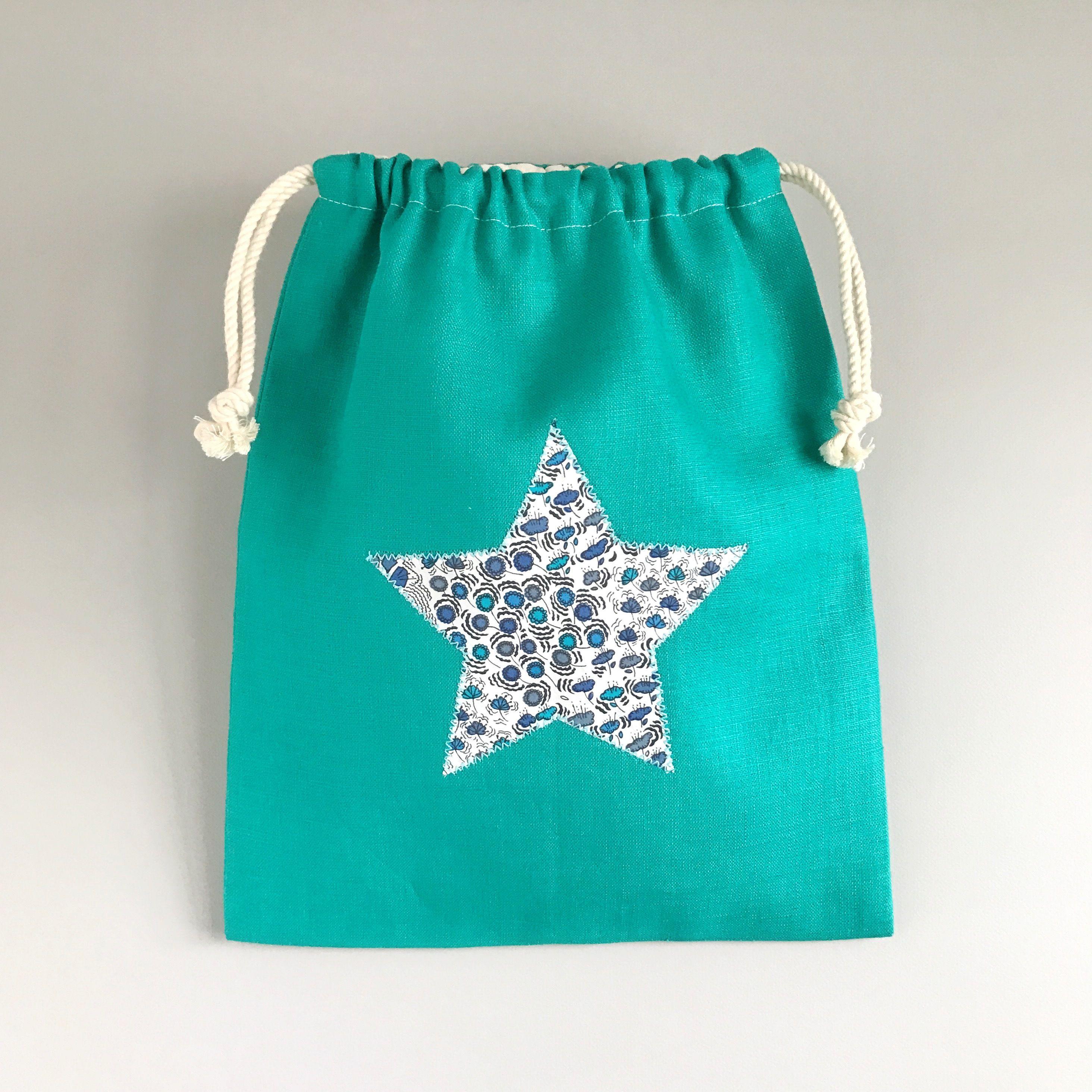 リバティ生地の星のアップリケ×グリーンリネン 巾着袋