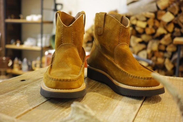 Yuketen  All handsewn short pull-on boots