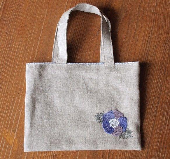 リネンの手刺繍ミニバッグ あおいお花