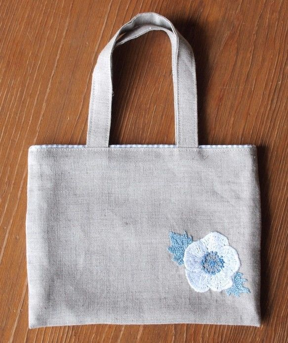 リネンの手刺繍ミニバッグ 白いお花