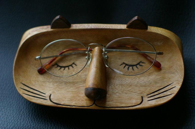 木彫メガネ置き「めがね猫」