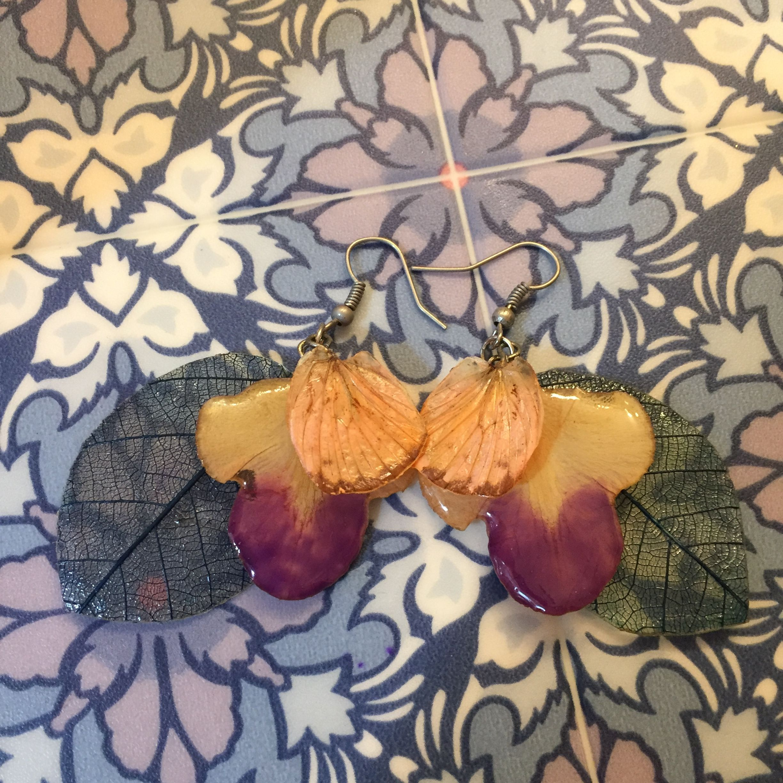 ⑨葉と花弁と蝶の標本ピアス(桃、紫、水)