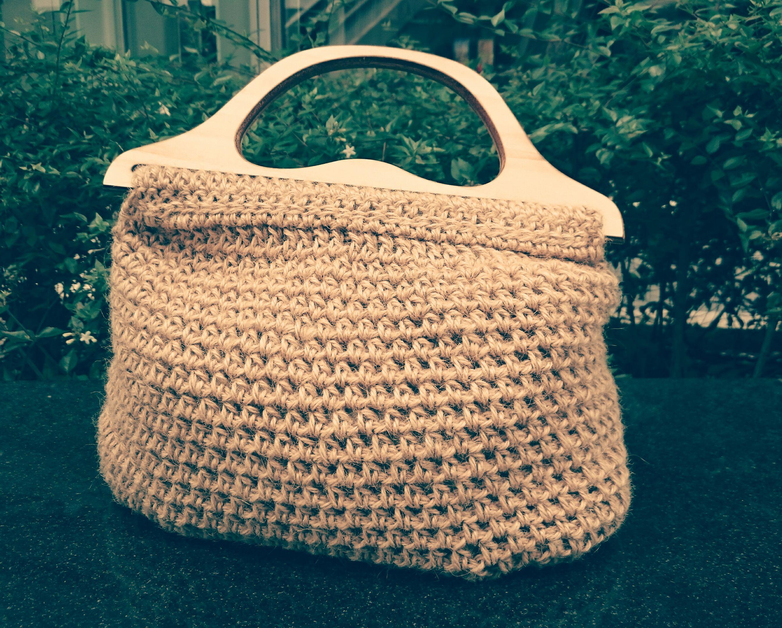 【天然石をプラスしたりしてカスタムオーダーも可能!】編み物歴40年のニットマダムが一点ずつ心を込めて作る!木の取っ手が温かくカワイイ☆手作り「麻紐バッグ」
