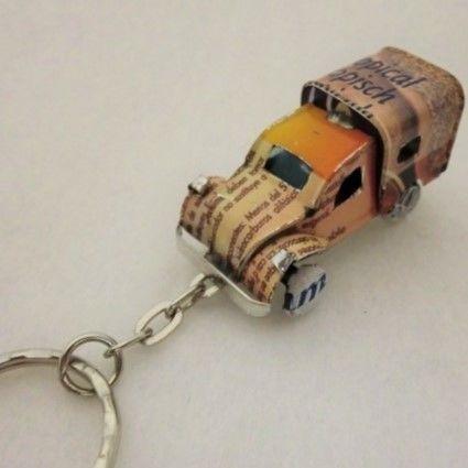 キーホルダー ミニカー(ブリキ缶リメイク)マダガスカル ④【郵便お届け】