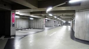 秋葉原UDX駐車場
