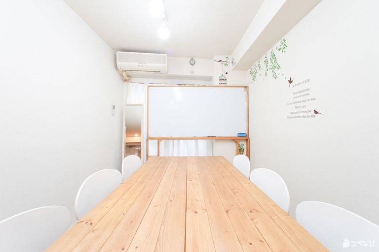新宿駅1分のカフェっぽいレンタルスペース 24時間OK