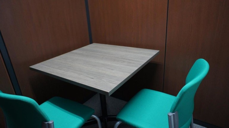 MYオフィス 新宿東口会議室101 新宿東口徒歩3分/無線LAN完備 コメダ珈琲店内
