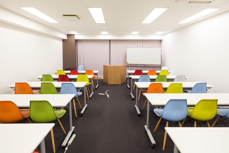 BASES福岡【イベントスペース】格安貸し会議室!