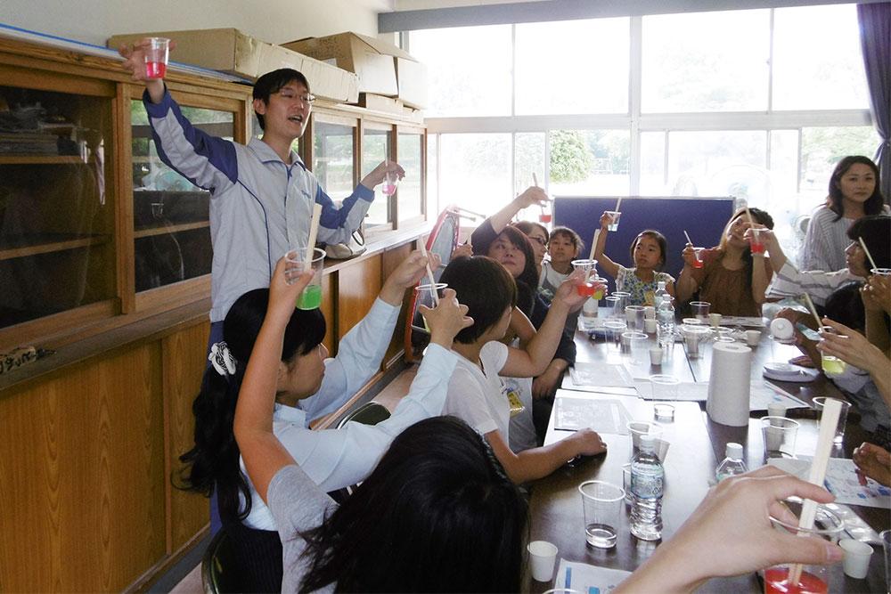 白川小学校「こども化学教室」