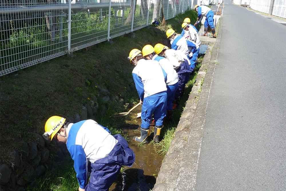 中村用水路堰浚い風景