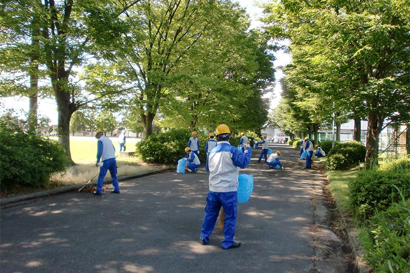 工場周辺地域清掃活動