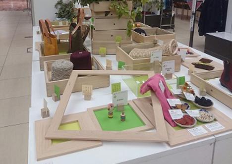 額箱や額を使い、むつめくTOHOKU出展社の商品や原材料を展示しました