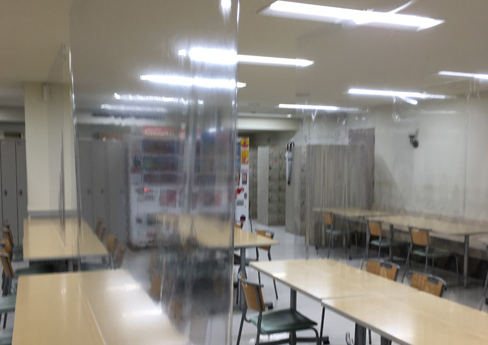 Canteen at Isetan Shinjuku Main Store where measures for droplet and three Cs (not to en<strong><u>c</u></strong>lose space, not to <strong><u>c</u></strong>rowd, not to contact <strong><u>c</u></strong>losely) have taken.